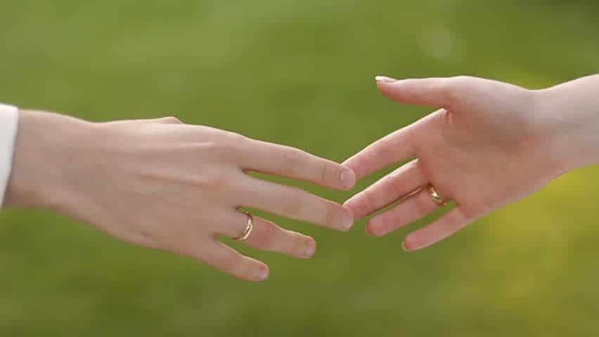manos tocando